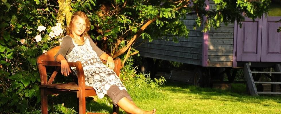 Katrin im Garten