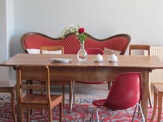 Sofa mit Tisch